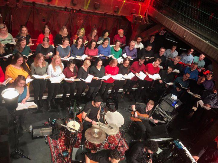 جوقة هامبورغ… تغني للسلام